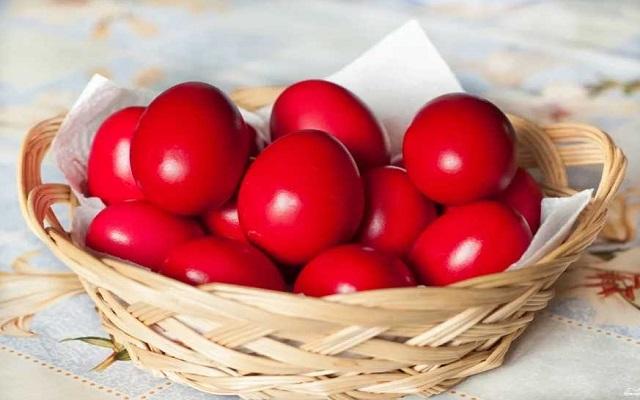 красим яйца свеклой