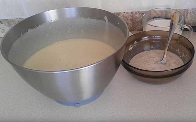 ввести опару в тесто