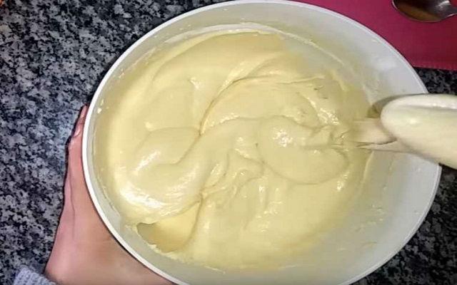 приготовить тесто для шарлотки