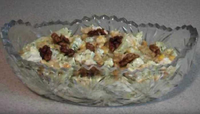Самый вкусный салат с курицей, сыром и ананасами