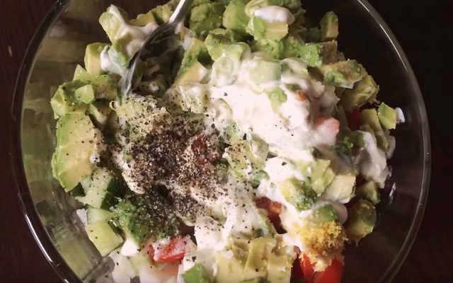 заправить салат майонезом