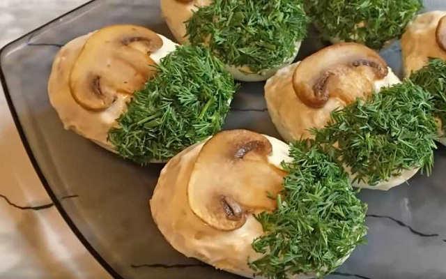 украшаем грибами и зеленью