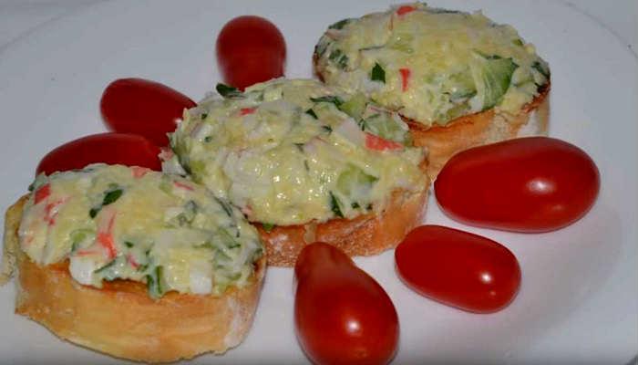 бутерброды с томатом
