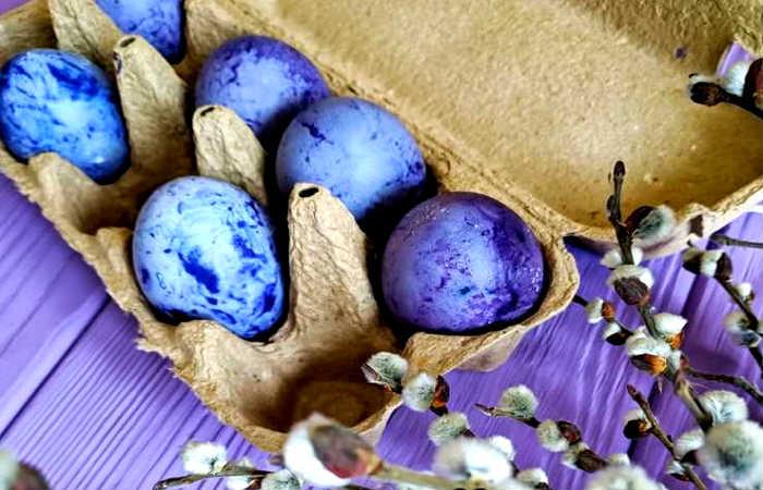 красим яйца каркаде
