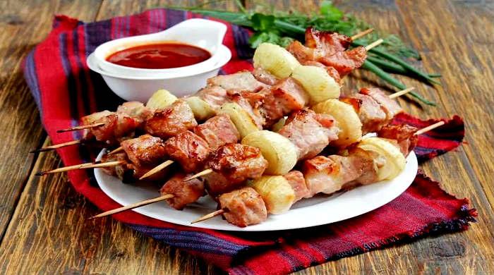 Шашлык из свинины в духовке на шпажках — 6 рецептов свиного шашлыка в домашних условиях